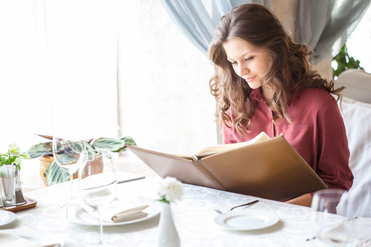 ΣΧΕΔΙΑΣΜΟΣ ΚΑΤΑΛΟΓΟΥ ΕΣΤΙΑΤΟΡΙΩΝ: Πως το Design στο Μενού του Εστιατορίου Μπορεί να Αλλάξει την Παραγγελία σας!